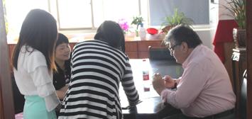 智利客户专程从国外过来参观公司,与我们谈生意