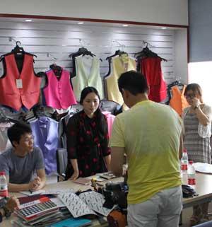 日本客户专程拜访秀和领带 洽谈合约
